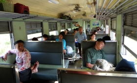 17 января 2015. Тайланд, поезд Ратчабури-Хуахин