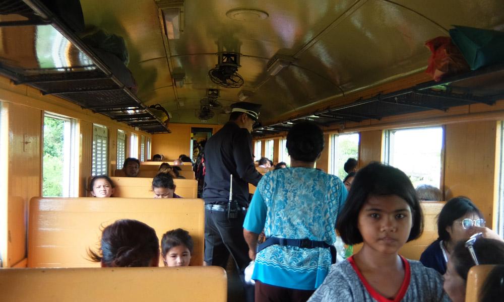 9 мая 2016. Тайланд, поезд Патталунг — Суратани.